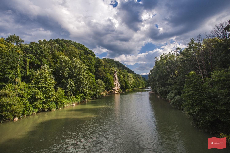 Река Псекус и вид на скалу Петушок, Горячий Ключ