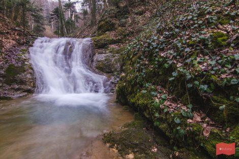 Путь до пещеры Университетской, Каверзинские водопады