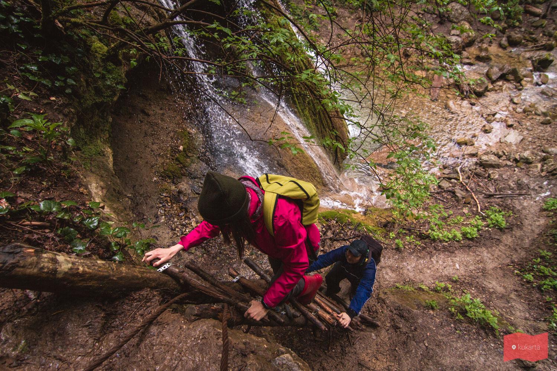 Лестница у Большого Каверзинского водопада, Каверзинские водопады