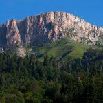 Это гора Нагой-Кош, высшая точка хребта Каменное море.