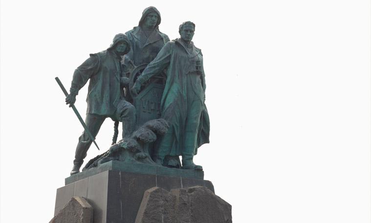 Памятник экипажу сейнера Уруп