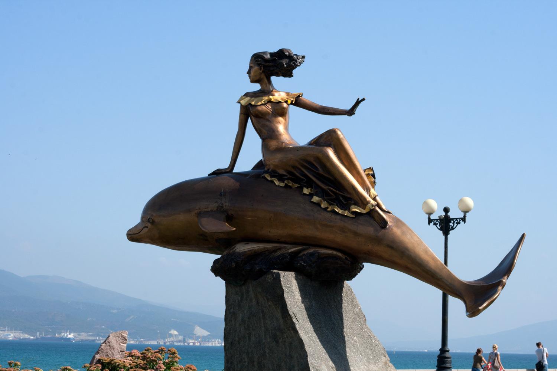 Скульптура «Дельфин и русалка»