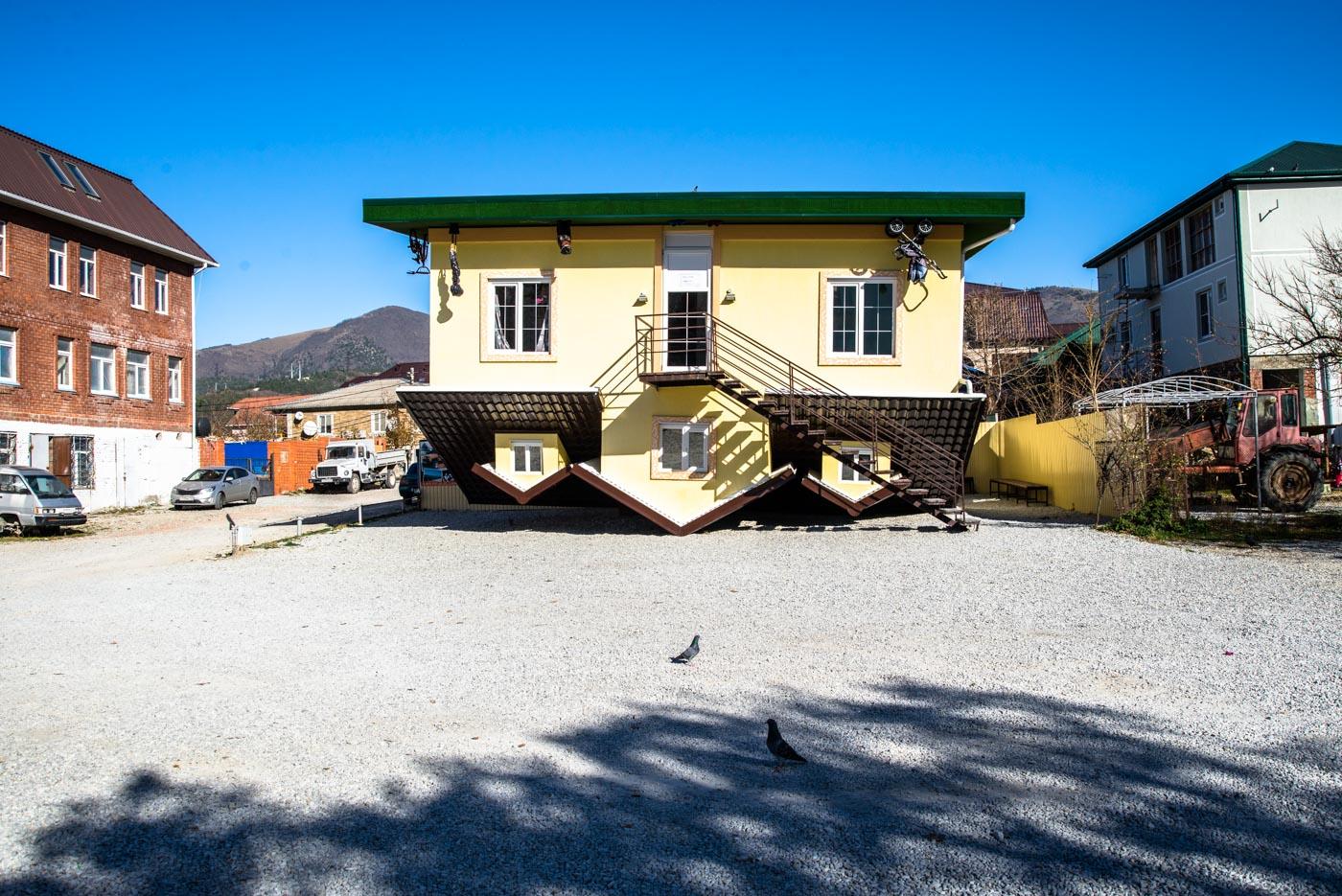 Перевернутый дом в кабардинке фото 3
