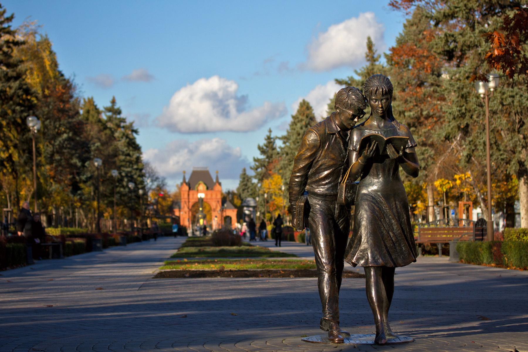 Памятник Шурику и Лидочке, Краснодар