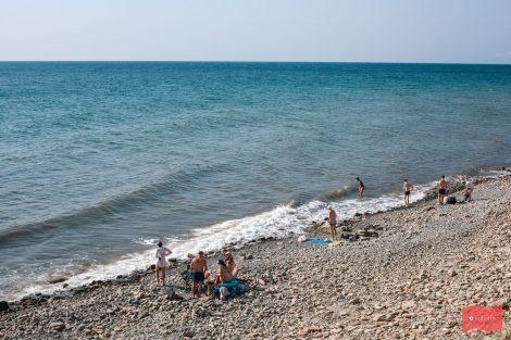 Пляж у скалы Парус, Прасковеевка (Геленджик)