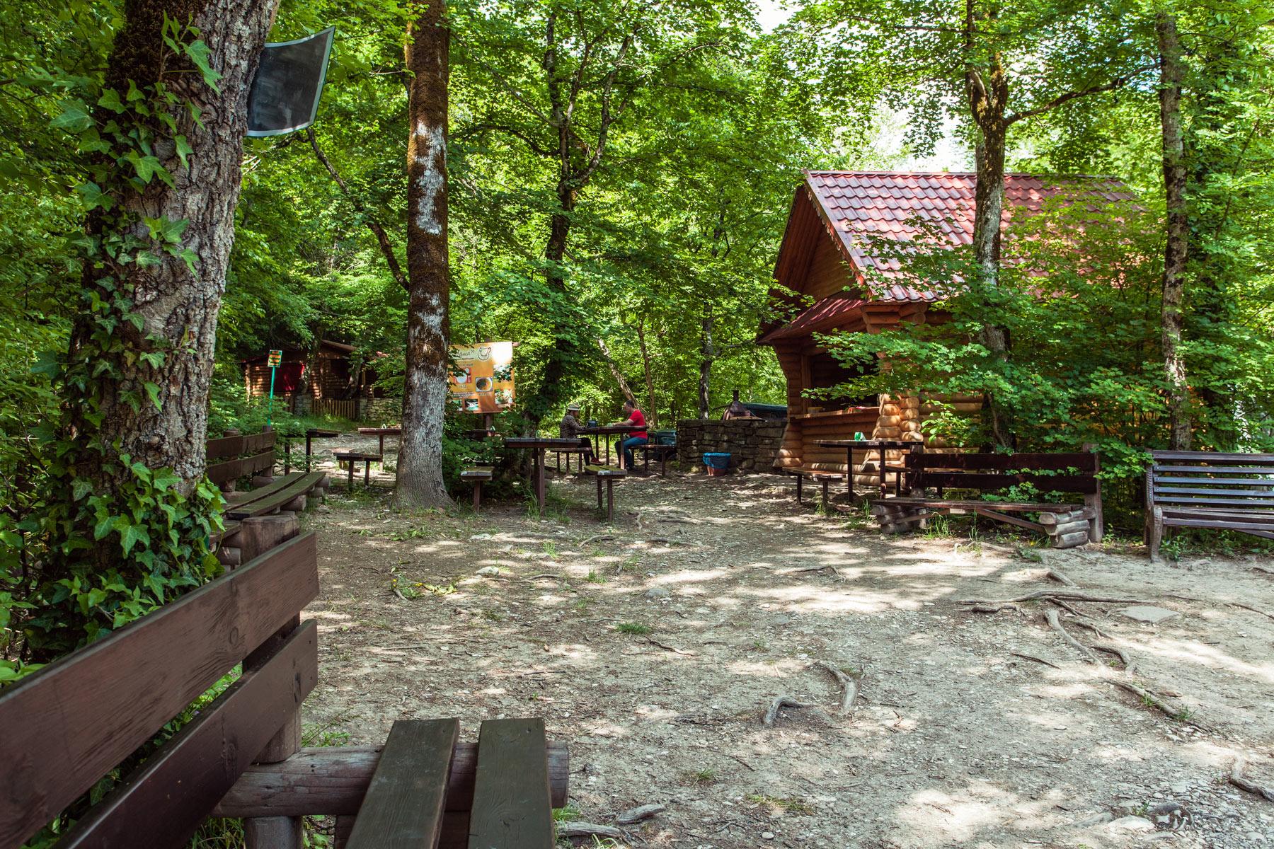 Кафе в долине реки Жане