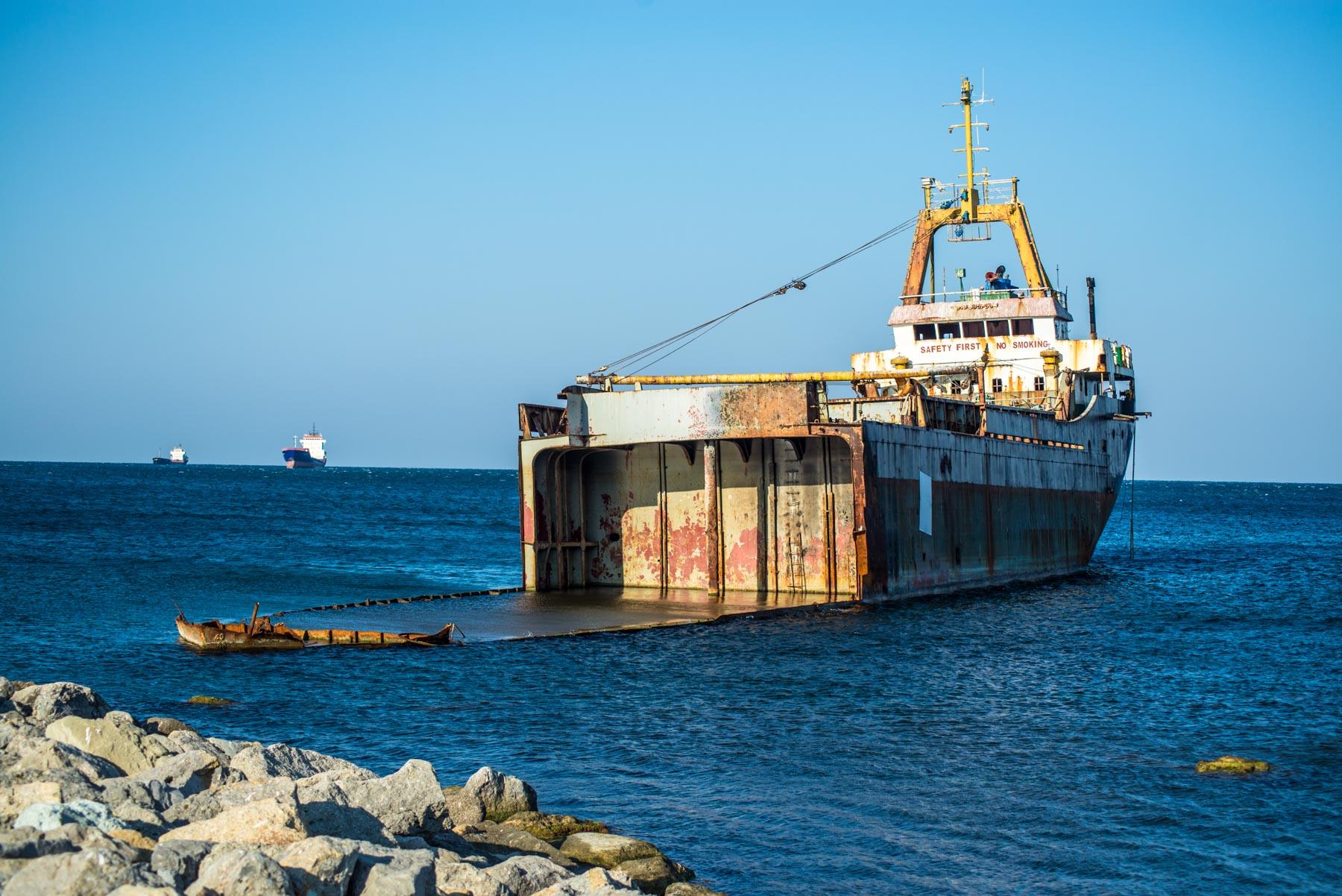 Затонувший корабль Зия Коч
