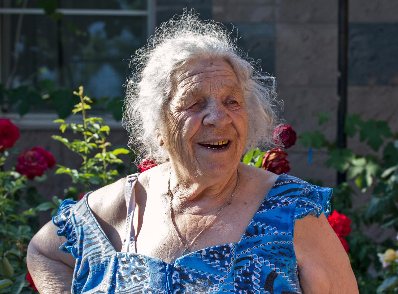 Бабушка Аня, Веселовка