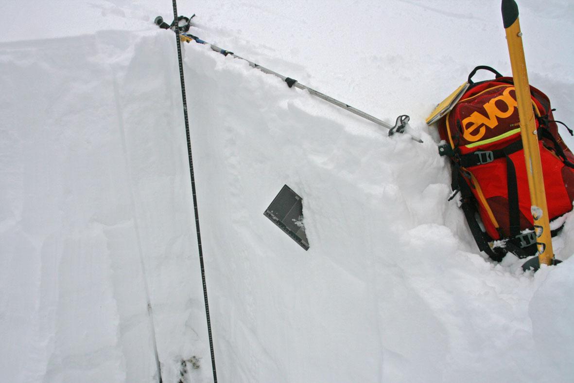 Снежный шурф