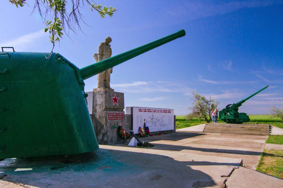 Мемориал погибшим морякам береговых батарей