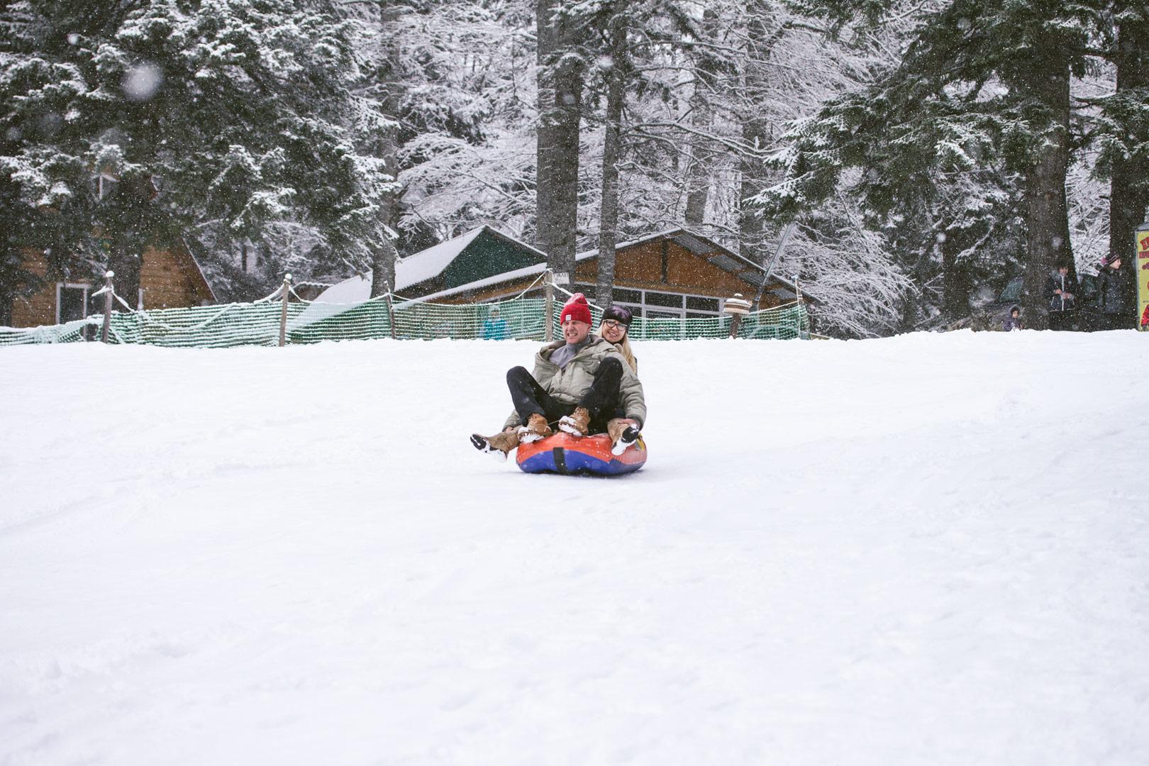 Горка для спуска на санях