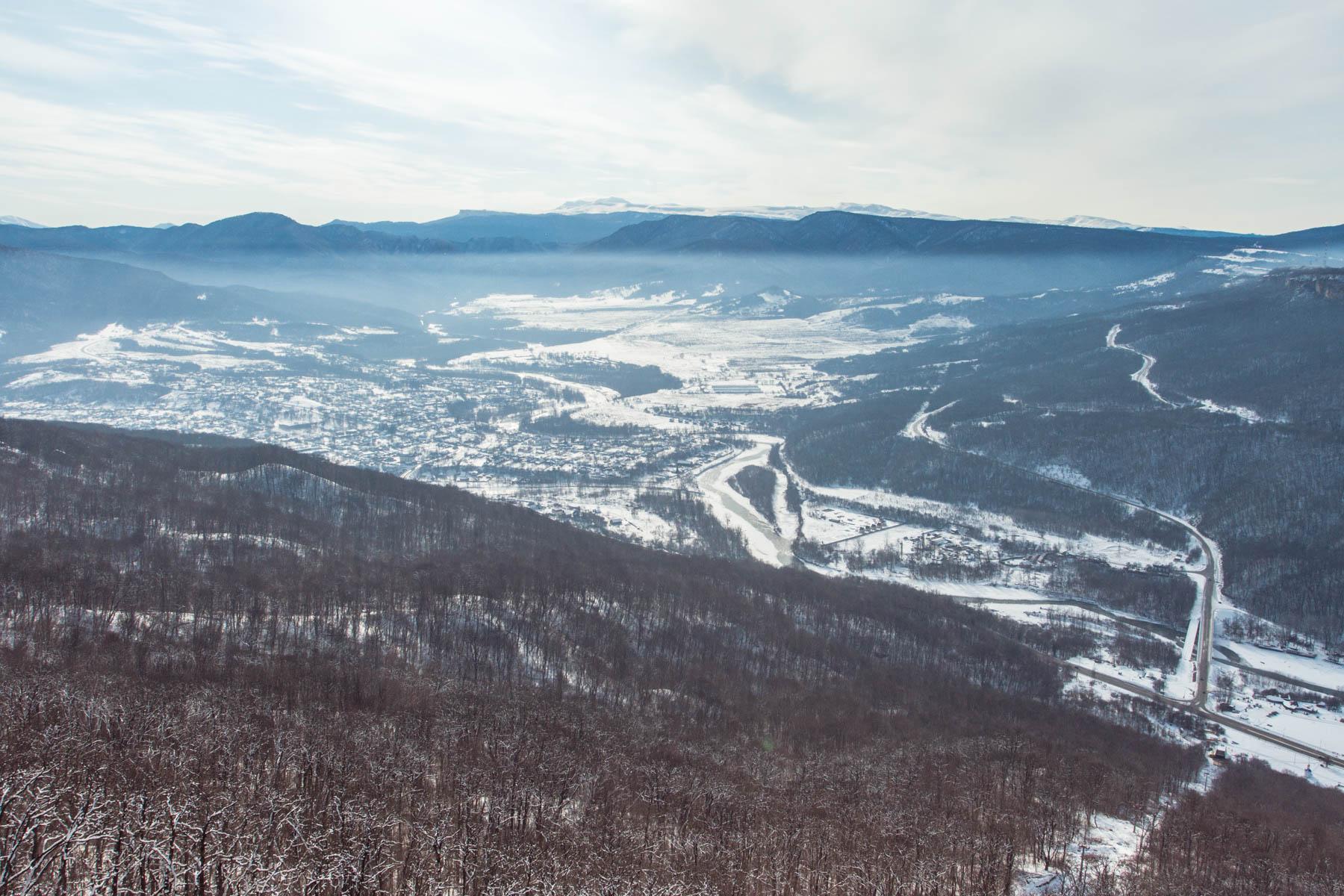 Вид на Даховскую и хребет Азиш-Тау