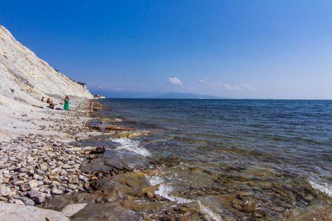 Дикий пляж в Мысхако