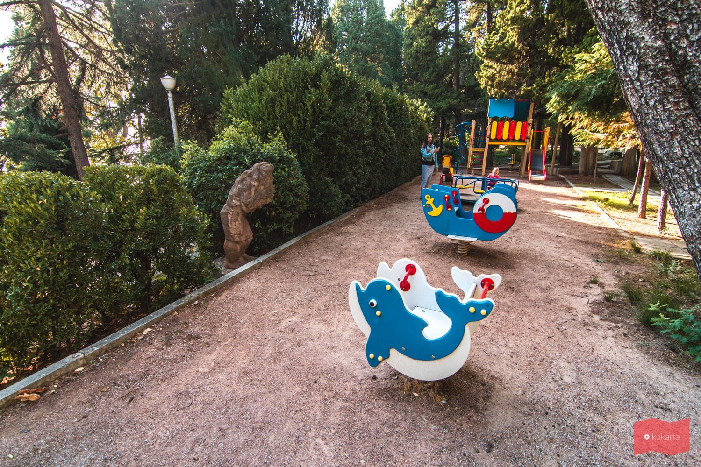 Детская площадка на территории дворца Дюльбер