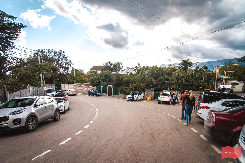 Парковка возле Массандровского дворца, Ялта