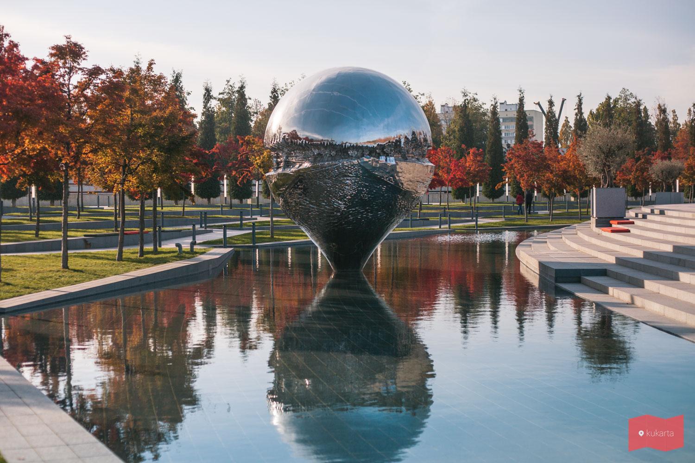 Скульптуру «Геолокация», парк Краснодар