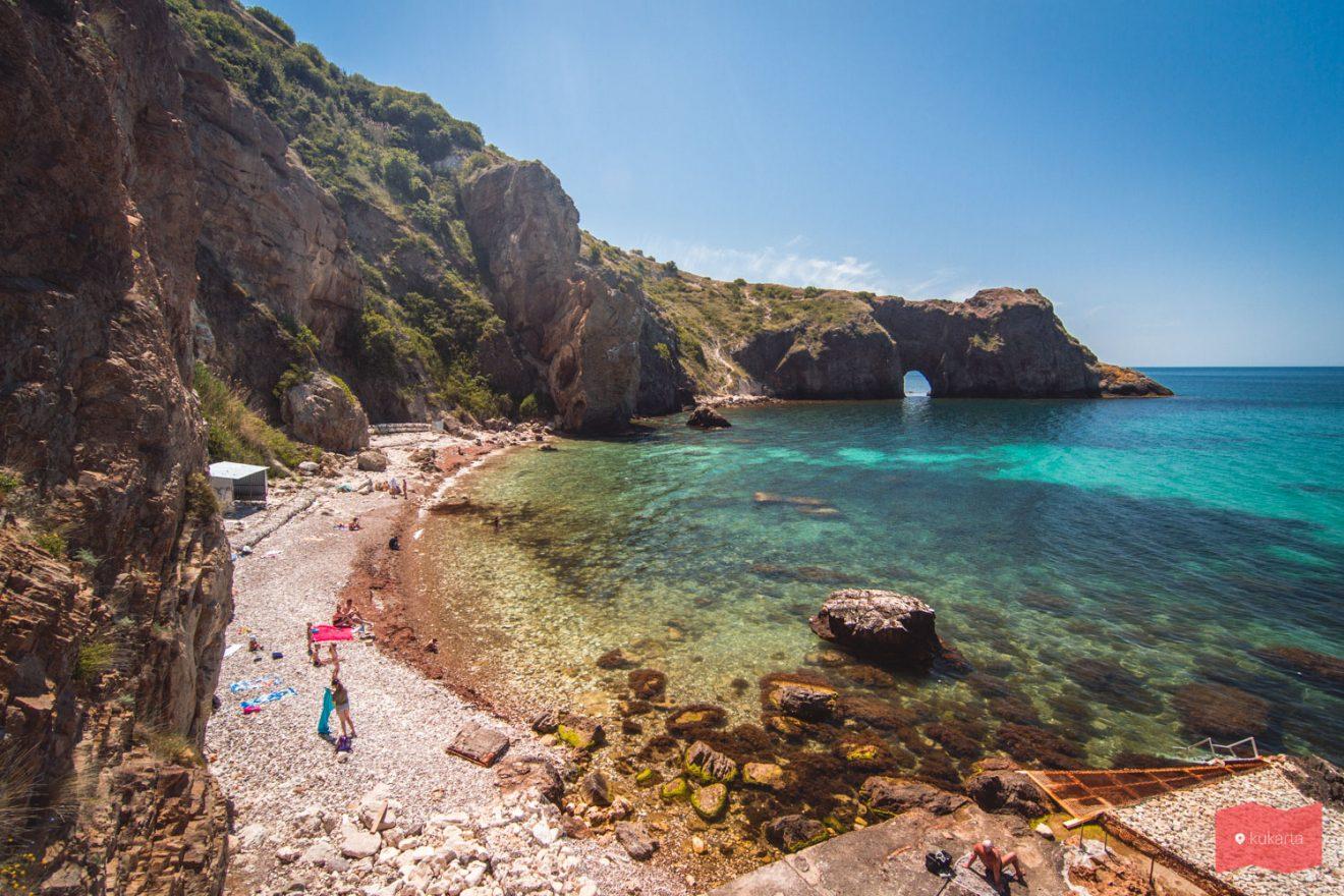 Пляж Каравелла, мыс Фиолент, Крым