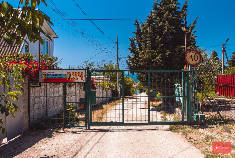 Вход к пляжу Каравелла, мыс Фиолент, Крым